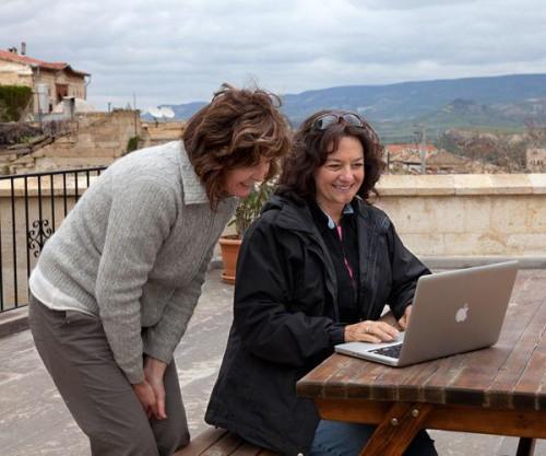 Korzystanie z laptopa w czasie podróży