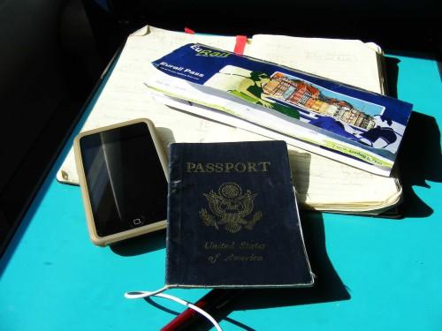 Paszport, telefon i bilet podróżny
