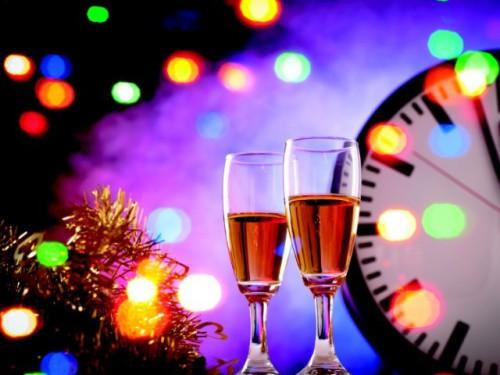 Sylwester: kieliszki z szampanem
